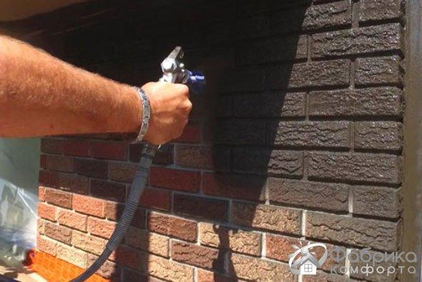 Как покрасить кирпич на фасаде своими руками